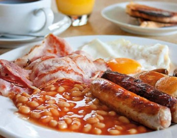 Photo of a A delicious Combe breakfast, including bacon, eggs, sausages and baked beans